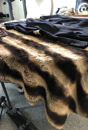 Faux fur blanket for Sale in Covina, CA