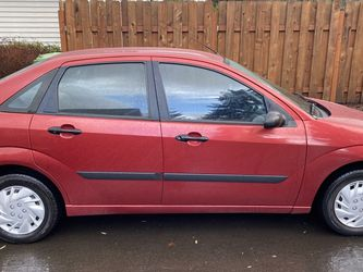 2003 Red Ford Focus Sedan for Sale in Sandy,  OR