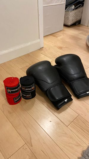 12 oz boxing gloves with wraps for Sale in Los Angeles, CA