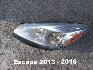 Headlamp Escape 2013 - 2016 for Sale in El Paso, TX
