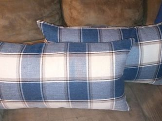 Rectangle Throw Pillows Set of 2 for Sale in St. Louis,  MO