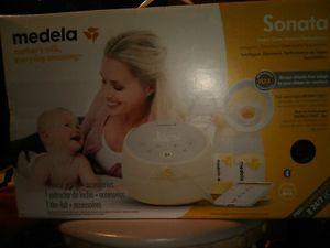 Medela Sonata Breast Pump for Sale in Poulsbo, WA