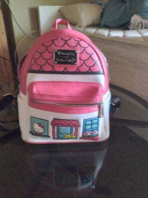 Hello kitty lounge fly back pack for Sale in Perris, CA