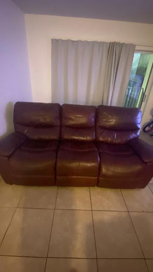 Couch/ sofa for Sale in Miami, FL