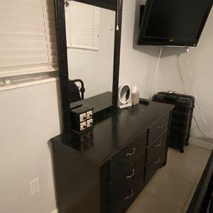 Black Dresser With Mirror for Sale in Pompano Beach, FL