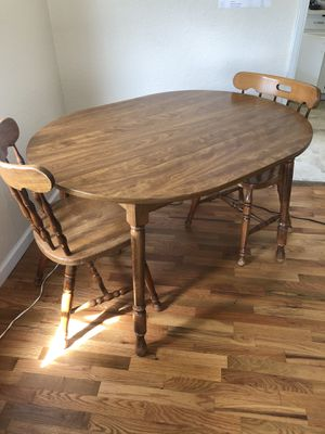 Cute laminated oval kitchen table for Sale in Tacoma, WA