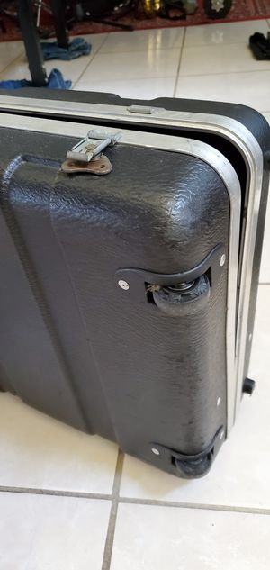 Hard case for keyboard for Sale in Houston, TX