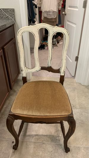 Antique looking chair for Sale in Wimauma, FL
