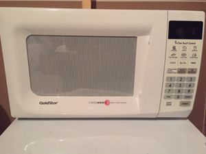 Goldstar Microwave oven 0.7 cubic feet 700w for Sale in Chantilly, VA
