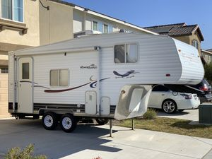 2006 Road Runner 5th Wheel 19 FT. - CLEAN for Sale in Fontana, CA