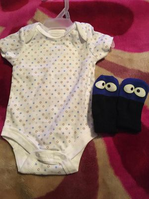 Onesis & mittens for baby boy for Sale in Los Angeles, CA