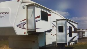 5th Wheel Crossroads Cruiser 29CK for Sale in Fitchburg, WI