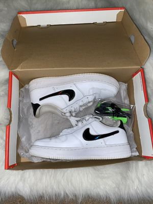 Nike Air Force 1 LV8 3 Big Kids' Shoe (changeable swoosh) for Sale in Bellflower, CA
