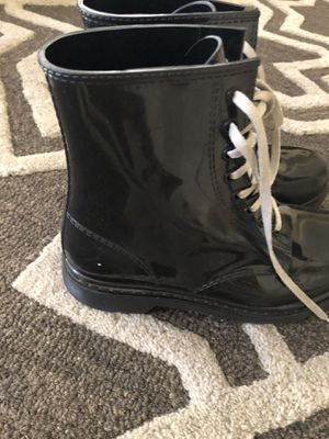 Boots for rain size 4 for Sale in Moreno Valley, CA