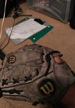 Wilson A2000 left handed throw baseball glove for Sale in Seattle, WA