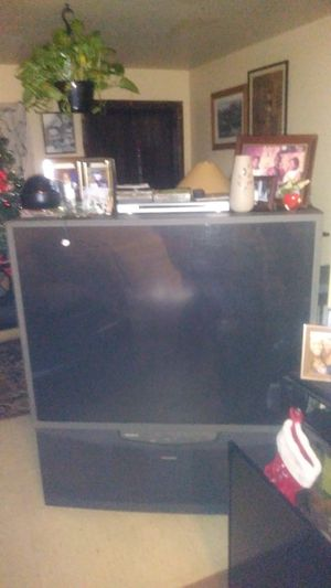 60' Toshiba television for Sale in Fort Pierce, FL