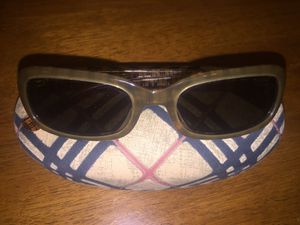 AUTHENTIC WOMANS BURBERRY SUNGLASSES WITH CASE (SHIPPING AVAILABLE) for Sale in Bronx, NY