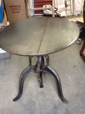 "36"" round metal crank top with cast iron base for Sale in Sterling, VA"