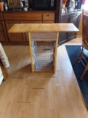 Cutting board and metal baskets and drow we are moving for Sale in Cheyenne, WY