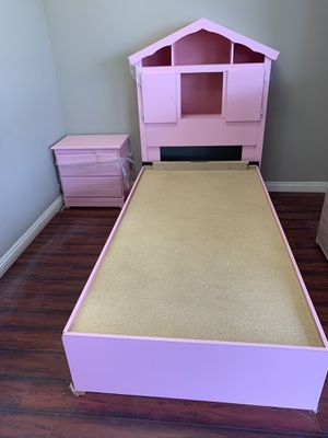 TWIN SIZE BEDROOM SET PICK UP TODAY for Sale in Chino, CA