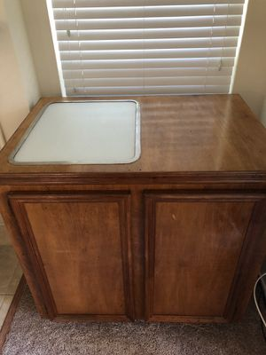 Beautiful Kitchen Island with Built in Cutting Board for Sale in Austin, TX