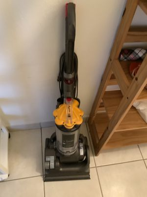 Used Dyson DC33 Multi floor upright vacuum Cleaner for Sale in Miami, FL