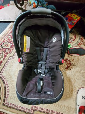 Car seat and base for Sale in Kenosha, WI