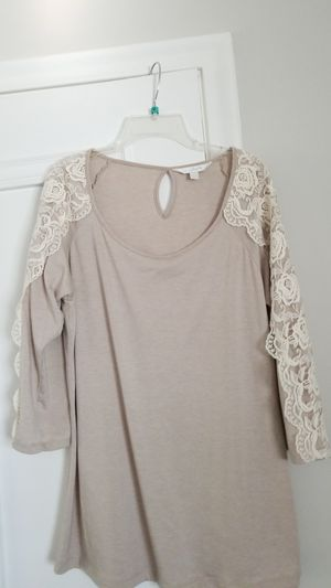 Cute top with lace for Sale in Dallas, TX