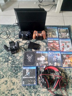 PS 4, very very good condition, massive package for Sale in Davie, FL