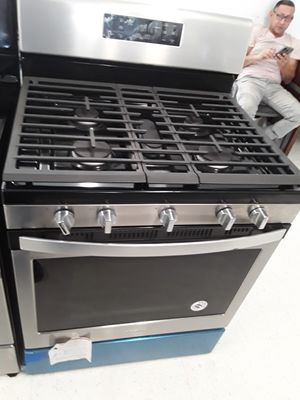 Whirlpool gas stove new 5burns good conditions 6 months warranty for Sale in Mount Rainier, MD