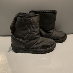 Little Kids SZ 1 1/2-2 Snow Boots! Good Condition ! for Sale in Chandler, AZ