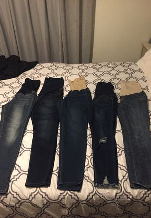 Maternity jeans/ pantalónes de maternidad for Sale in Visalia, CA