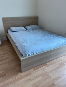 Perfect Conditions Queen Bedroom Set, Mattress Included  for Sale in Miami, FL