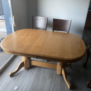 Dining Room Table and Chairs for Sale in Aurora, CO