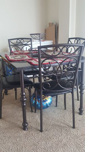 Dining table and 4 chairs for Sale in Hyattsville, MD