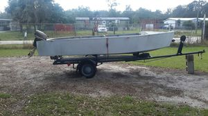 14 ft v haul all aluminum, lightweigt, great 4 small ponds. Comes with 2.5 Johnson gas motor...also a trolled motor and a steel trailer for Sale in Lake Wales, FL