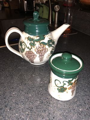 Green and white decorative teapot & sugar canister for Sale in Silver Spring, MD