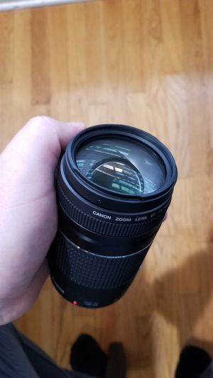 Canon EF 75-300mm f/4-5.6 III Telephoto Zoom Lens for Sale in Schiller Park, IL