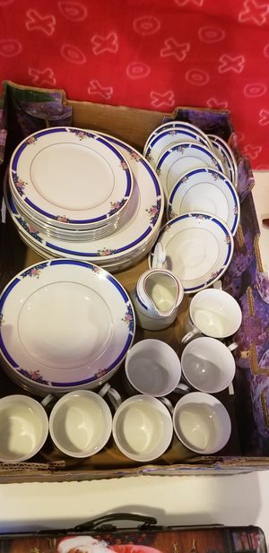 36pc china set Royal Majestic morning rose 8433 for Sale in Federal Way, WA