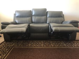 Power recliner sofa with USB port and Headrest for Sale in Sunnyvale, CA