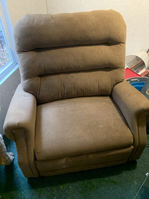 Bariatric electric standing recliner for Sale in Charleston, WV