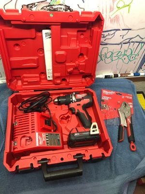 Milwaukee 2801-22ct kit m18 compact brushless drill driver for Sale in Cypress, CA