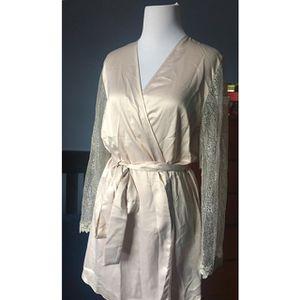 Ladies Robe for Sale in Sully Station, VA