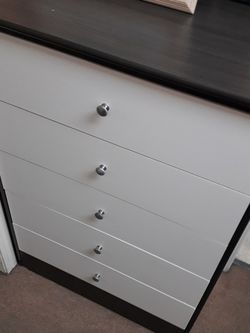 Brand New Compressed Wood 5 Drawer Dresser for Sale in Pasadena,  CA