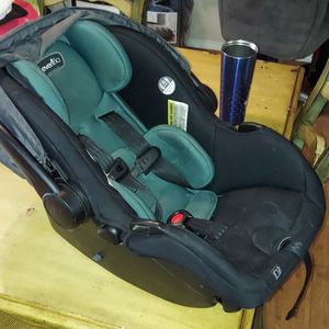 New Car seat Carrier With Shade for Sale in Shawnee, OK