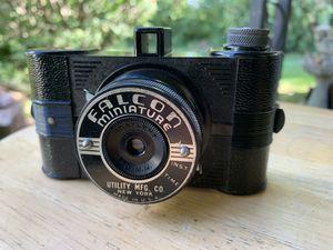 Vintage falcon miniature camera w original box for Sale in Belleville, MI