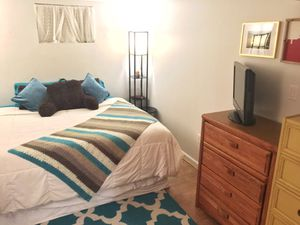 FULLY FURNISHED! 1BD/1BR APT 6 MONTH LEASE! $2300 PER MONTH! for Sale in Washington, DC