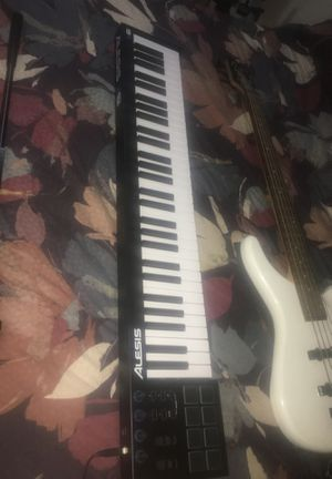 Alesis V61 for Sale in Hialeah, FL