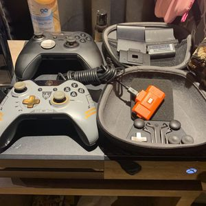 Xbox One And Accessories for Sale in Bolivar, WV