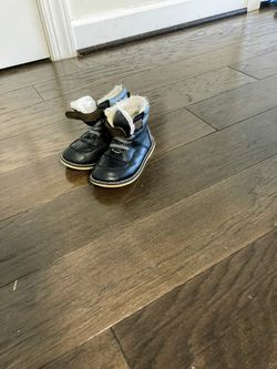 Old Navy winter shoe for 4 years old for Sale in Herndon,  VA